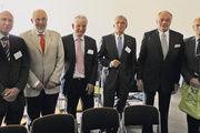 Franz Stuhlreyer (v.l.), Prof. Dr. Dr. e. h. Friedrich Meuser, Herbert Linster, Günther Behringer, Jürgen Horstmann und Hartmut Grahn auf dem Infotag Backwaren.