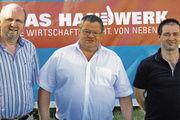 Der Vorstand von Lichtenfels mit (v.l.) dem stellv. OM Lorenz Sünkel, OM Mathias Söllner und Gesellenprüfungsausschuss-Vorsitzendem Markus Schäfer.