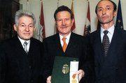 Landeshauptmann Dr. Josef Pühringer, Studienrat Josef Sperrer-Hochreiter, Heinz Hoffmann, Bundesinnungsmeister von Österreich (von links).