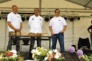 Auf der Bühne wurde das Ergebnis der Brotprüfung öffentlich gemacht (von links): Stellv. OM Raimund Dorn, Karl Ernst Schmalz, Obermeister Rolf-Dieter Hembd, Volker Müller und Moderator Carsten Wildenheim.