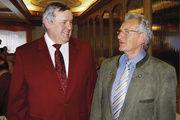 Innungsgeschäftsführer Hans Graf gratulierte Josef Magerl zum 60. Geburtstag und würdigte dessen Engagement für die Branche.
