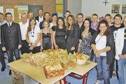 Die erfolgreichen Bäcker und Fachverkäuferinnen aus den Innungen Freising, Erding und Ebersberg präsentierten ihre Prüfungsarbeiten.