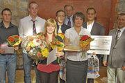 OM Henry Mueller und GF Wolfgang Hesse gratulierten den besten Junggesellen und FachverkäuferInnen zur bestandenen Prüfungen.