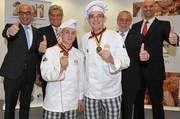 Das Siegerteam aus Deutschland (vorne von links) Felix Remmele und Marc Mundri mit (hinten von links) Wolfgang Schäfer, Peter Becker, Michael Wippler und Bernd Kütscher.