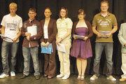 Zu den jahrgangsbesten Lehrlingen, deren Leistungen besonders gewürdigt wurden, gehörten Bäcker-Gesellin Konstanze Sattler-Riva (6. von rechts) und Bäckerei-Fachverkäuferin Doreen Sela (5. von rechts)