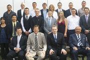 16 erfolgreiche Lehrgangsabsolventen feierten mit ihren Fachlehrern in der Bäckerfachschule Hannover (ADB) ihre bestandene Meisterprüfung.
