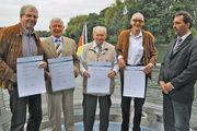 Obermeister Cord Buck (rechts) mit den 50-jährigen Meisterjubilaren.