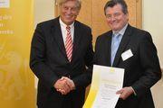 Zentralverbandspräsident Peter Becker ernannte Bäckermeister Walter Augenstein zum Ehrenmitglied.