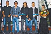 OM Manfred Kerschbaum, Lukas Drexler, Dominik Margraf, Max Aumüller, Benjamin Hartmann, Julia Pils und Geschäftsführer Markus Gstader (von links).