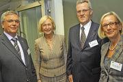 Zum ersten Parlamentarischen Abend des Bäcker- und des Fleischerhandwerks begrüßten die Landesinnungsmeister Bernd Schwarze (l.), Karl-Heinz Wohlgemuth (2.v.r.) und Bäckerverbands-Geschäftsführerin Bettina Emmerich-Jüttner (re.) Wissenschaftsminister