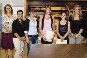 Siegerinnen mit Landesinnungsmeister und Jury (von rechts): LIM Wolfgang Schäfer, Landessiegerin Nina Brand-Kruth, Tina Schlik, Melanie Kaschmarik, Andrea Meier, Ingrid Bär, Conny Helmes und Rainer Schwob.