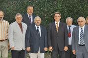 Der größtenteils wiedergewählte Vorstand der deutschen Bäckerfachvereine. Vorsitzender der Vereinigung bleibt auch weiterhin Heinz Krauß (5. v. rechts).