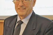 Dr. Herbert Wetting ist Diplom-Psychologe und Wirtschaftsmediator.