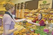 Die Bio-Supermarktkette Alnatura verkauft in ihren eigenen Standorten auch frische Bio-Backwaren.