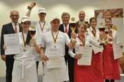 Die jeweils drei Erstplatzierten bei den Bäckern und Verkäuferinnen mit Jury-Vorsitzendem Wolfgang Schäfer, ZV-Präsident Peter Becker und Akademie-Direktor Bernd Kütscher.