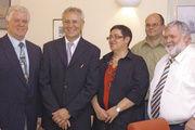 Obermeister Johann Grab (von links), Landesinnungsmeister Fritz Trefzger und Ehefrau, Vorstandsmitglied Axel Blank und stellv. Obermeister Wolfgang Frisch.