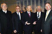 HwK-Hauptgeschäftsführer Dr. h.c. Karl-Jürgen Wilbert, IHK-Präsident Heinz-Michael Schmitz, Ministerpräsident Roland Koch, HwK-Präsident Karl-Heinz Scherhag, IHK-Hauptgeschäftsführer Hans-Jürgen Podzun (von links). Fot