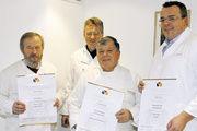 """Die anwesenden """"Gold-Stollenbäcker"""" (von rechts): Uli Bayer, Dinkl-Beck Kurt Wiedenmayer, Meinrad Stetter und Hans Münz."""
