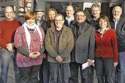 Auf der Versammlung in der Landbäckerei Banschbach wurden Vanessa Tremmel (2. von links) und Christina Langenecker (4. von links) mit dem Bäko-Nachwuchsförderpreis als Prüfungsbeste der Gesellenprüfung ausgezeichnet.