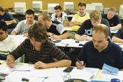 Immer mehr jungen Bäcker wollen nach der Meisterprüfung noch an einer Fachhochschule oder Universität studieren.