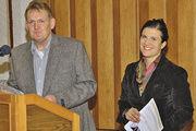 Barbara Zinkl und Obermeister Werner Hanf betonten, dass in Sachen Verkauf und Hygiene die Weichen richtig gestellt werden müssen.