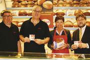 """In der Bäckerei Schaan (von links): Sascha Brey und Edmund Stockmann (Bäckerei Schaan), Ministerin Lucia Puttrich, Wilfried Schäfer, """"Gutes aus Hessen"""""""