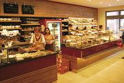 Die neue Filiale der Stadtbäckerei Bürchner präsentiert sich als modernes Fachgeschäft mit Tagescafé und breitem Angebot von Backwaren bis zum kompletten Mittagsmenü. Ein Konzept, das bei den Kunden ankommt.