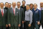 Das Vorstandsteam der neuen Innung mit Obermeister Georg Strohmaier (4. v. l.) und Geschäftsführer Frank Sautter (r.).
