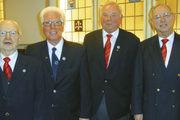 Die geehrten Sangesbrüder Paul Werner, Horst Schmalfeldt und Claus Geitel mit dem ersten Vorsitzenden Hartmut Körner und (von links).
