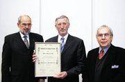 Mit dem Bäckermeister-Alfred-Kühn-Preis wurde Hans-Jürgen Leib, Gründer des BioBackhauses von Prof. Dr. Klingler (r.) und Prof. Dr. Meuser (l.) geehrt.