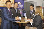 Die Geschäftsführer Michael Gareis und Alexander Kraus mit Verkaufsleiter Frank Weis (von links) sehen sich im Konzept der Frühlings-Hausmesse bestätigt. Die Präsentationen waren überzeugend, die Resonanz gut, so das Resümee.