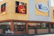 """Marktführer in Mexiko: Die """"Pastelerias La Esperanza"""" betreibt 45 Filialen, die meisten davon in Mexiko-Stadt. 3000 Mitarbeiter stehen in Lohn und Brot. Ein Großteil der Backwaren wie etwa das Bollilo – ein Art Brötchen – wird in Handarbeit hergestel"""