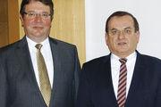 Bei der Bilanzpressekonferenz: Vorstandsvorsitzender Dr. Günter Blaschke (rechts) und Finanzvorstand Erich Baumgärtner.