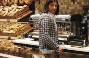 Brot, Snacks und Kaffee inszeniert