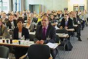 Sattes Veranstaltungsprogramm, renommierte Referenten und ein volles Haus: Den Backkongress 2011 nutzen zahlreiche Unternehmer und Führungskräfte aus Handwerk und Handel, um sich rund um den Backmarkt zu informieren.