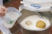 Bei der Teigbereitung wird die Grundlage geschaffen für die spätere Gebäckqualität.