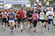 """""""Marathoni"""" und Marathon-Macher: Franz Koch (l. v.) ist einer der Organisatoren des Geislinger Halbmarathons."""
