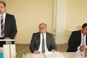 """Die neue """"Doppelspitze"""" Die Geschäftsführer Thomas Kuhlmann (links) und Neal Bauer (rechts) mit Aufsichtsratvorsitzendem Bernhard Löw."""