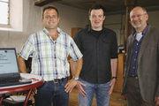 OM Gerold Rebholz (re.) dankt den Lebensmittelkontrolleuren Michael Ruhnau (li.) und Michael Buck für ihren informativen Beitrag.