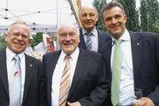 Zwei Lebensmittelhandwerke mit gemeinsamen Problemen (v. l.): OM Klaus Gerlach (Fleischer), Ernst Hinsken, Bäckermeister und MdL, OM Hans-Joachim Blauert (Bäcker) sowie Georg Schlagbauer (Fleischerverband).