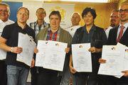 Ausgezeichnete Kollegen (von rechts): Obermeister Matthias Zieseniß, Stephan Knackstedt, Ingrid Könnecker, Martin Friebe, Markus Grube, Godehard Höveling, Thorsten Friemann, Martin Grube und Jens Leutner.