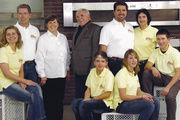 Das Familienteam der Bäckerei Ulmer feierte dieses Jahr 100-jähriges Jubiläum (von links): Gabriele und Rudolf Leonhard Ulmer, Seniorchefin Irene Ulmer und Karl Rudolf Ulmer sen. (Jakobsweg-Pilger), Alexander und Claudia Ulmer mit Kindern.