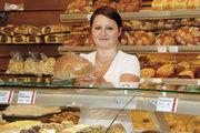 Neben Ganzbroten werden verstärkt Brotscheiben nach Wunsch verkauft. Die Scheibendicke wird bequem per Einhandbedienung eingestellt, beim Schneiden entstehende Brösel fallen in die untere Schublade.