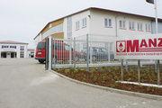 Die Produktionshalle am neuen Standort mit der Backofenwelt (links), dem Ausstellungs- und Seminarzentrum.