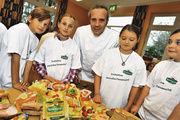 """Die Buttermarke """"Kerrygold"""" rief Spitzenköche wie Heiko Antoniewicz auf, mit Kindern Pausenbrote zu schmieren."""