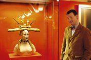 """Museumsleiter Dr. Andrea Fadani, hier vor Salvador Dalis Skulptur """"Frau mit Brot"""", ist glücklich über den großen Erfolg der Ausstellung """"Kunst und Brot"""". Für Oktober kündigte er ein weiteres Highlight an: Die neu gestaltete Dauerausstellung anlässlic"""