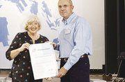Wolfgang W. Springer erhielt die Auszeichnung aus der Hand von Bundesministerin Renate Schmidt.