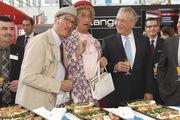 "Bäko-Chef Neal Bauer (li.) begrüßte u.a. Dehoga-Bayern-Präsident Ulrich N. Brandl, Innenminister Joachim Herrmann und das Comedy-Duo ""Firlefanz"" (v.r.)."