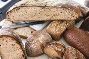 Bei Brotprüfungen steht die säuerliche Geschmacks- und Geruchsnote von Sauerteigbroten auf dem Prüfstand. Im Norden Deutschlands bevorzugen Verbraucher eine kräftigere Säuerung als im Süden.