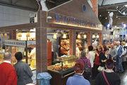 """Bei der Handwerksmesse zählte der Messestand des Backhauses Hennig mit """"Gläsernen Bäckerei"""" erneut zu den Publikumsmagneten."""